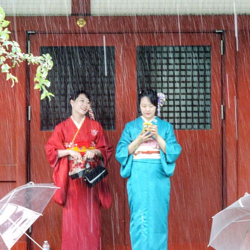 2 girls hiding from the rain at Sensoji temple Tokyo. I love the Spongbob phone cover. Sensoji Temple  Japan Tokyo Travelblogger Earth Trek Streetphotography Fine Art Photography Ultimate Japan Battle Of The Cities