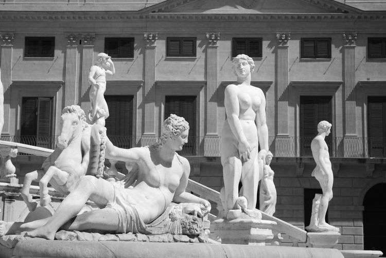 piazza della vergogna o Pretoria Arte Clasico Black And White Palermo, Italy Piazza Della Vergogna Piazza Pretoria Sculpting A Perfect Body Sculpture Sicily Statue