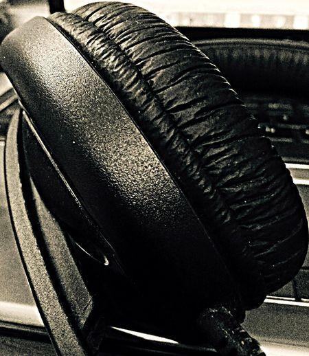 The hearing aid. 🎧Sennheiser