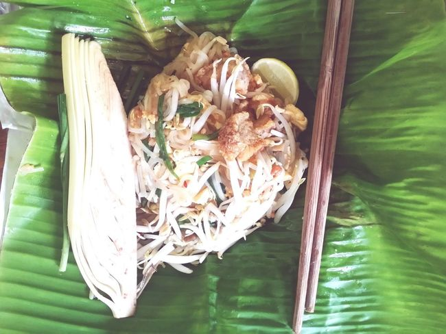 Do you know this food? 😀 Close-up Banana Leaf Noodles Food And Drink Food Ready-to-eat Freshness Healthy Eating Thaifood Phadthai Phad Thai Fried Noodles Delicious DeliciousFood  Food Photography Padthai Pad Thai Street Food Worldwide Street Food Thailand