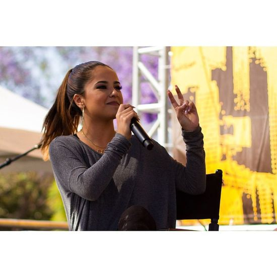 I didn't know Becky G was from Inglewood . I also didn't know who Becky G was before today. Hoylosangeles Socalmoments Beckyg Pop LA Bookfest Hoy fangirls Latina @latimesevents