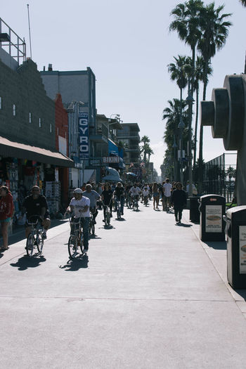 Los Angeles, California Los Ángeles Venice Beach Architecture Bicycle Building Exterior Built Structure City Clear Sky Day Large Group Of People Men Outdoors People Real People Sky The Way Forward Transportation Tree Venice