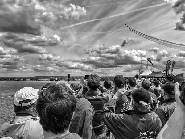 Airshow Patrouille De France 😀 Aérodrome De Cerny La Ferté Alais France Photooftheday Picoftheday Meeting Aérien Moment People Cloud - Sky Crowd Watching Fan - Enthusiast Iphonephotography EyeEmBestPics EyeEm IPhoneography EyeEm Best Shots IPhoneography Mobilephotography Outofthephone Iphoneonly Lifestyles Blackandwhite Bnw