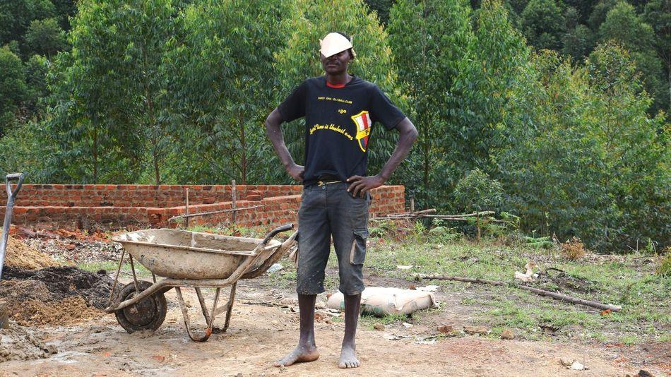 Nyakatooma Uganda Protective Workwear Men Full Length Headwear Worker Construction Construction Worker Construction Site Carpenter Growth