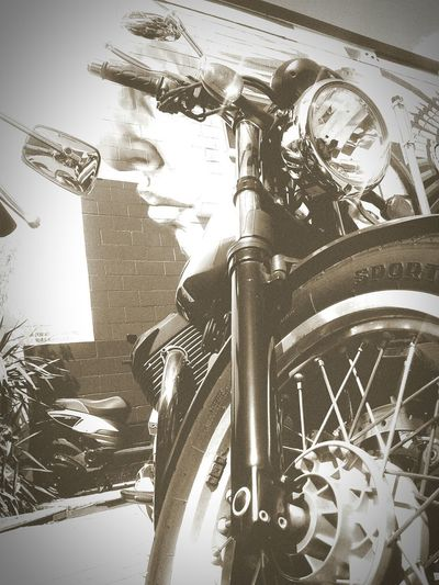 Triumph Who Is In The Picture Isthatyouriding Motorcycle Vancouver Cool Thegreatdetermination