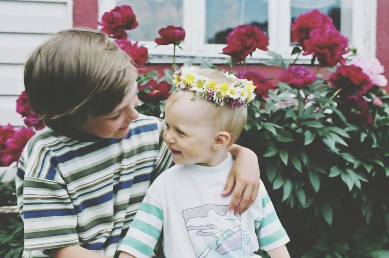 Showcase March Kids Happy Happy People Happiness Children Smiling Portrait Girl Boy Brother Sister Flowers Flower Wreath Summer Summertime Bonding Love Hug Family Two Is Better Than One