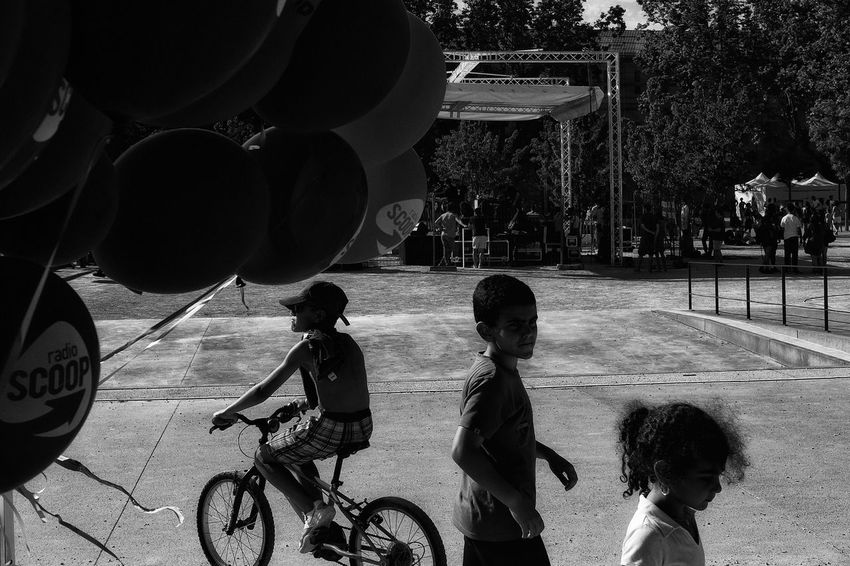 Childhood Real People Boys Child Lifestyles Outdoors Children Only People Streetphotographer Street Life Rear View Streetphoto Lyon Bnw Bnw_collection Bnw Photography Streetphotography Street Photography Fujifilm_xseries City Day