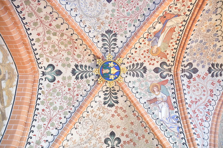 Münster Bad Doberan innen Münster Bad Doberan Innenansicht Kirchenschiff Pattern Ceiling Indoors  No People Art And Craft Floral Pattern Multi Colored Design Tile Flooring Place Of Worship Built Structure Mosaic Architecture Creativity Backgrounds Full Frame Religion Low Angle View Tiled Floor Ornate Directly Below Mural Architecture And Art