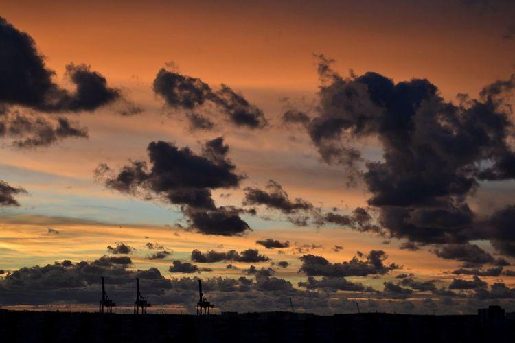 City Cityscape Sunset Silhouette Tennis Sun Dramatic Sky Beauty Thunderstorm Romantic Sky Storm Cloud Cyclone Lightning