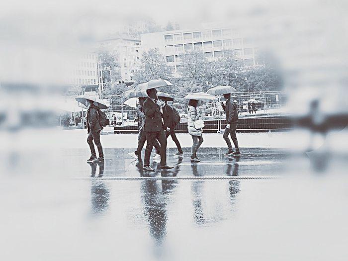 Day Motion Rainy Days Rain Pluie Parapluies Chinoiserie Stonegraphix Fast Life Trempés City Water Homme Moderne Center Town Cite Stadt Stadtansichten Sous La Pluie Under Control Sept Sette Seven Dressed Up The Street Photographer - 2017 EyeEm Awards EyeEmNewHere Live For The Story