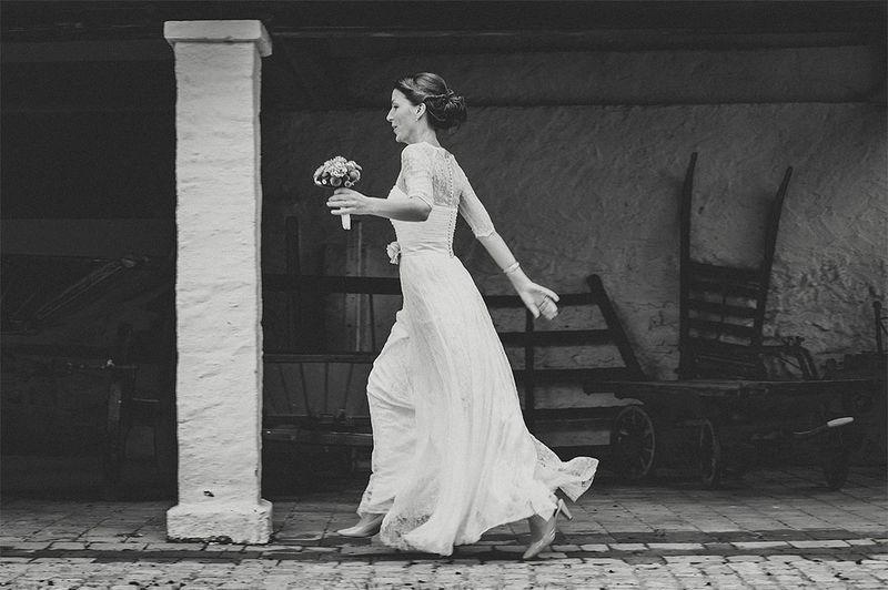 Runaway Wegrennen Wedding Hochzeit Bride Austria Österreich Niederösterreich Wedding Photography Weddingphotographer Hochzeitsfotografie Ultralicht Ultralicht Fotografie Hochzeitsfotograf Poysdorf Braut Bride