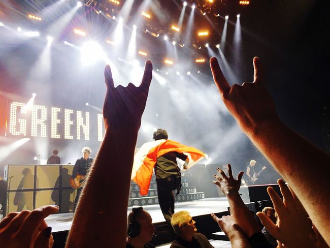 Green Day 🤘🌱 Audience Crowd Music Spectator Arms Raised Performance Illuminated Large Group Of People Real People Stage - Performance Space Human Body Part Celebration Fan - Enthusiast Leisure Activity Men Popular Music Concert Fun Human Arm Lifestyles