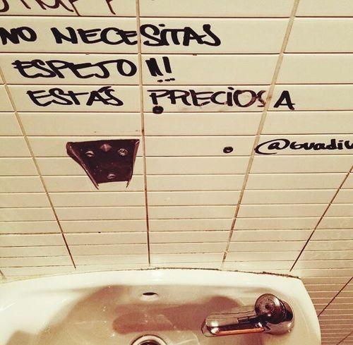 Detodounpoco Barrio De Las Letras Bathroom