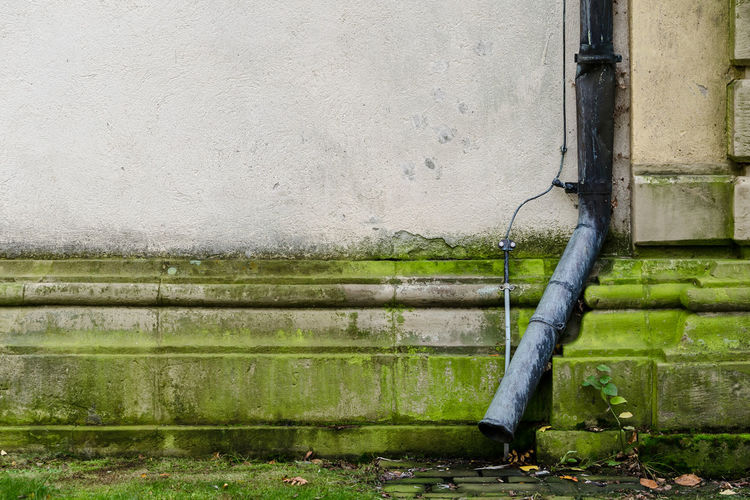Randgebiet Autumn Lonely Wall Weathered Abstract Architecture Background Building Exterior Close-up Day Eavestrough Electricity  Green Color Melancholy Minimalism No People Old Outdoors Pipe - Tube Simple Simplicity Texture