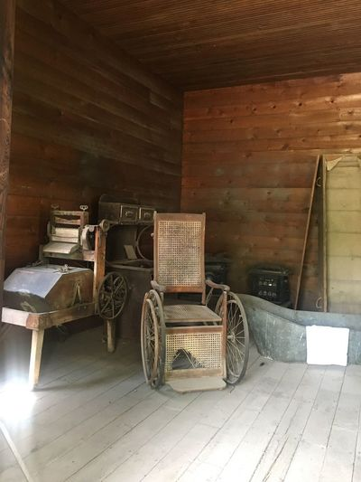 Wash Tub Washtub Antique Wheelchair Wheelchair Abandoned Antiques Wood - Material Architecture Indoors  No People Built Structure Container Old Table Flooring Building Wall - Building Feature Seat