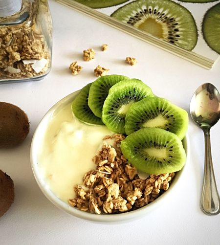 Goodmorning :) Healthy Eating Breakfast Kiwi Granola Yogurt Healthychoices Healthy Food Antioxidants Nutritious Nutrients Calcium My Point Of View Ready-to-eat
