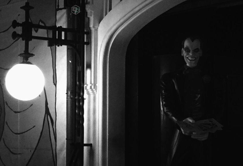 No estaban seguros del todo de que aquello no fuese un montaje gigante del delirium tremens... https://youtu.be/gu7lu5V6lI0 Salir Perdiendo (pero Salir) Genio Sin Lámpara Golpe De Estado Al Sentido Común Por Mis Desastres Me Conocerás Illuminated Night EyeEm Selects Scenics Blackandwhite Light And Shadow Outdoors Streetphotography Exceptional Photographs