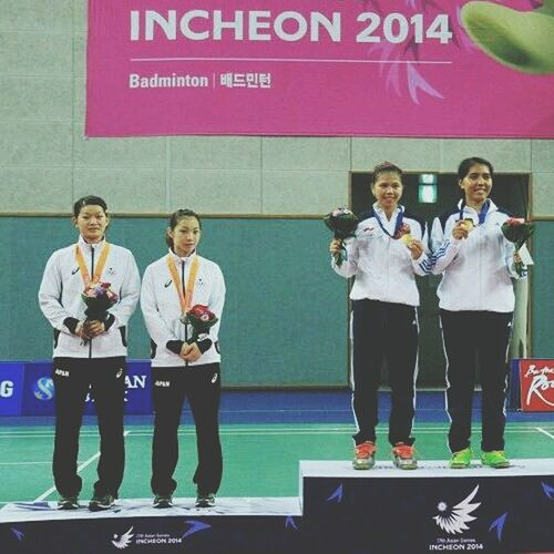 Gold and silver medalists Asian Games 2014 at Incheon. Badminton Gold Medols And Trophies Sports Bulutangkis