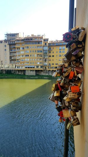 Ponte Vecchio Candados De Amor Taking Photos