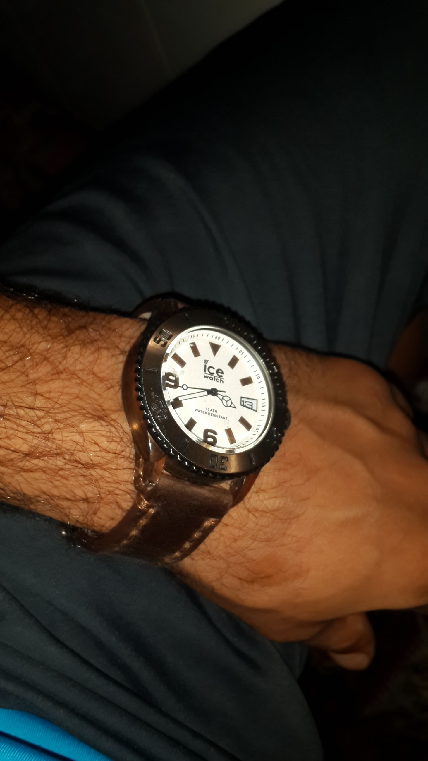 indoors, person, part of, close-up, time, holding, high angle view, technology, accuracy, cropped, wristwatch, men, communication, lifestyles, number, clock, old-fashioned