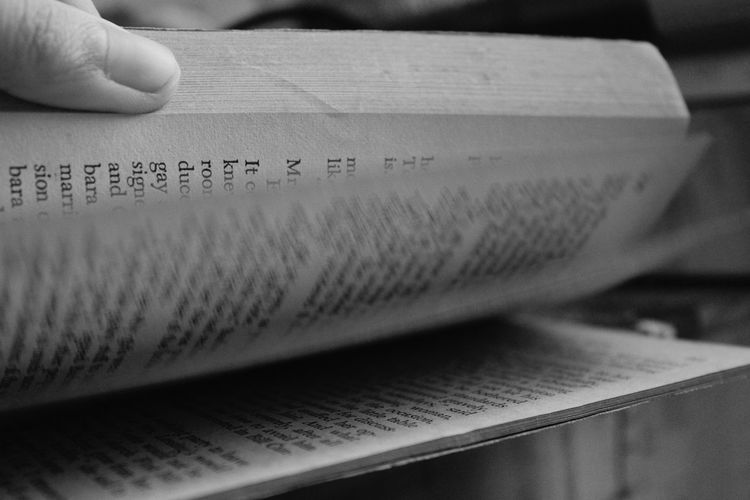 Readbooks Eyeemphotography Tired But Happy  Blackandwhite Blackandwhitephotography Blackandwhitephoto Monochrome