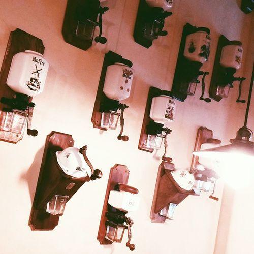 Lviv. Details. Світ кави☕ Lviv львов львів Lvivblog Interestingplaces Lviving Lvivgram Lvivforyou Details Детали деталі Bestshot Vcsocam Lvivdetails Ualviv Light Lighting Travelbook Misto_leva Coffee Printl_net Svitkavy світкави Morningcoffee CoffeeGrinder coffeemill coffee coffeetime vintage vintagecoffee