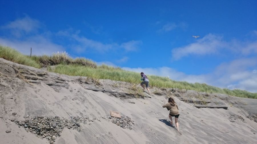 No Edit/no Filter The Purist (no Edit, No Filter) The Great Outdoors - 2016 EyeEm Awards Running Beach Oregon Oregon Coast Sand Sand Dune Simplicity Blue Sky Outdoor Adventures
