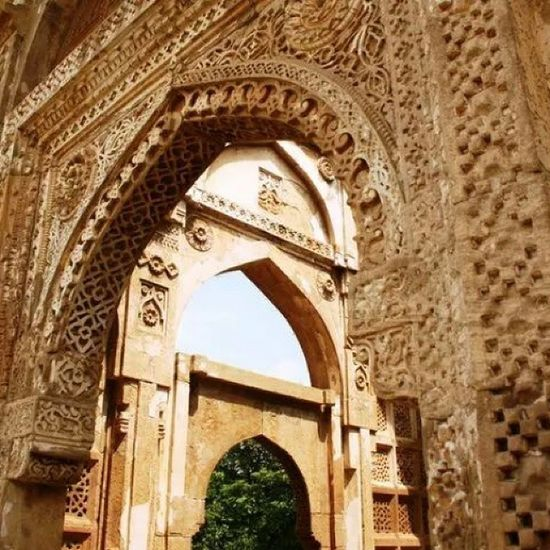 The carvings on the entrance of the Jami Masjid. Art Architecture Indianhistory Incredibleindiaofficial indianarchitecture india incredibleindia travelbug travel gujarat gujarattourism worldarchitecture worldheritagesite worldheritage