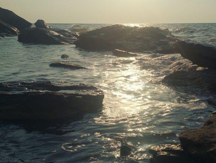Камни в воде. пейзаж Море Закат Sea Landscape Sunset Tranquility Wave Idyllic Nature Horizon Over Water