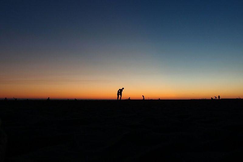好好的,在夕陽落下的時候許願。Hidden Gems  Sunset Taiwan Tainan Tainan_Taiwan Sky And Beach Magicmoment 43 Golden Moments The View And The Spirit Of Taiwan 台灣景 台灣情 Love Is In The Air People Photography Color Of Life Chance Encounters Silhouette Silhouette Photography Silouette & Sky Silhouettes Of People Silhouette And Sky Silhouettes Of Sunset Silhouette Collection The Week Of Eyeem EyeEmNewHere