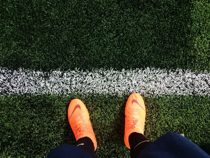 Ready to go in the pitch Sport Shoes Stadium Sport Artificial Grass White Line Nike Football Nike Flat Lay Soccer Player Soccer Pitch Football Low Section Human Leg Shoe Personal Perspective Body Part Human Body Part Real People Standing Lifestyles Leisure Activity