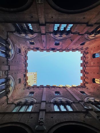 Siena - Palazzo Pubblico Enjoying Life Getting Inspired Hello World Atmosphere Light And Shadow Relaxing Moments Semplicity Getting Creative Taking Pictures My Year My View From My Point Of View Sky Airplane Low Angle Of View Tranquility Architectural Detail Walking Around Old Building  Historic Building