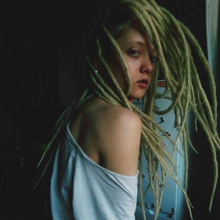 Young Adult Young Women Long Hair Lifestyles Indoors  Looking At Camera Casual Clothing Person Beautiful People D Dreads Dreadlocks Dreadhead Dreadgirl DreadLife Dreadlove