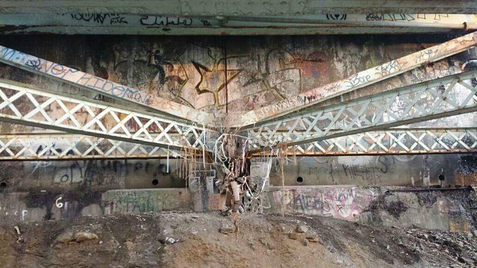Urban Art Garbage Treasure Totem Good Vibes Exploring City Life Off The Beaten Path Expression Rak Little Things