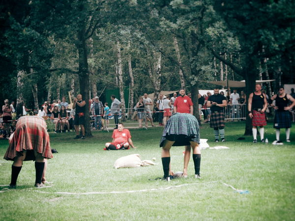 I just like Men In Kilts ... Highland Games Sports Sports Photography Sport In The City Referee Kilt Kilts Strong Men People Watching Notes From Berlin Adventure Club Streetphotography Streetphoto_color Summer In Berlin From My Point Of View People Together Showcase July People In Places