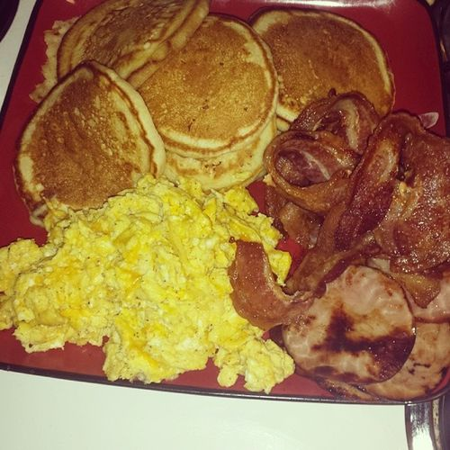 Gm breakfast in bed for my boos im happy I can spend this time with them Kaylafatman