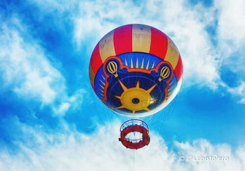 ballon d'Eurodisney Hello World Enjoying Life EyeEmBestPics Art Is Portable With Caseable
