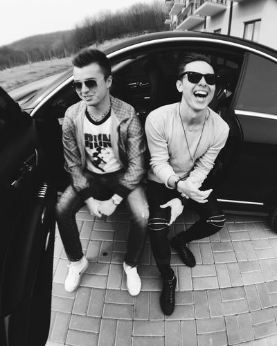 One has a right to judge a man by the effect he has over his friends. Oscar Wilde Friends Friendship Dude Brother Luxury Mercedes Rayban GUCCI