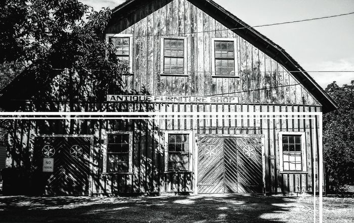 Oregon GOLD RUSH Jacksonville Barn House Rustic Style Craftsmanship  Black And White Historical Building Built Structure Lost In Thought... Walking Around New Places Vintage Explore Strolling Life Is Good Get Outdoors Getting Inspired Lumber Industry Lumber Mill