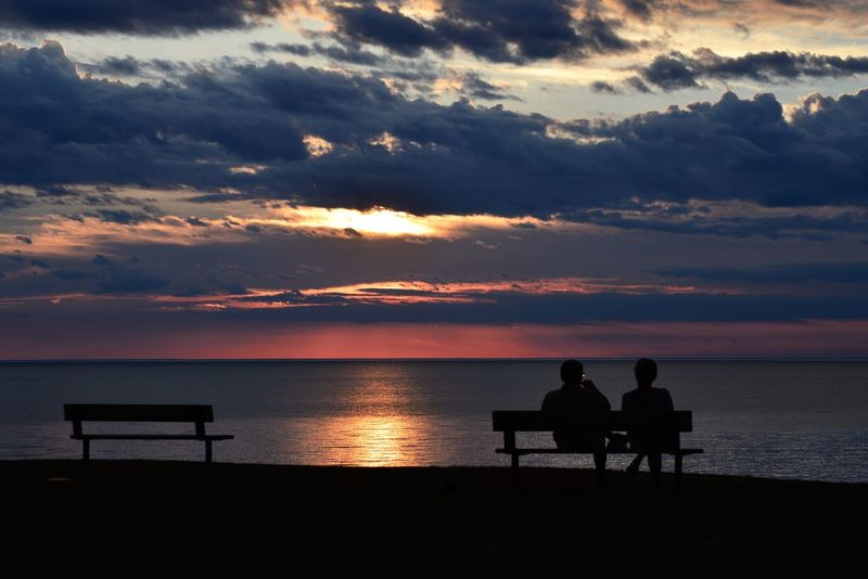 When MomentsMatter Qualitytime A couple engrossed in Conversation Stationary at NiagaraOnTheLakeOntario CrossingBoarders WaterLovers LakeLovers Lakeontario  Sunset_collection Sunsetters BaskinInTheGlow SereneSetting