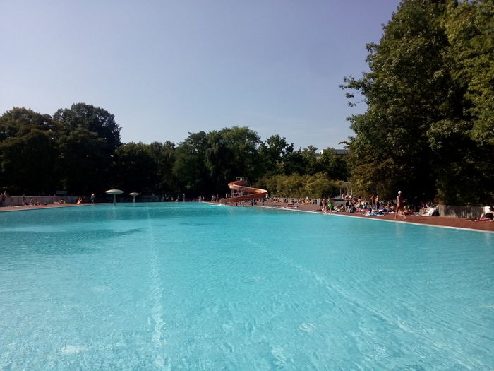 Bath Der Weiße Hai Empty Swimming Pool Menschenleeres Schwimmbecken No People In Swimmingpool Prinzenbad Schwimmbad Schwimmbecken Sommer In Berlin Sommerbad Sommerbad Berlin Kreuzberg Sommerbad Kreuzberg Summer Summer Bath Summer In Berlin Swimming Pool Why No Men In Pool?