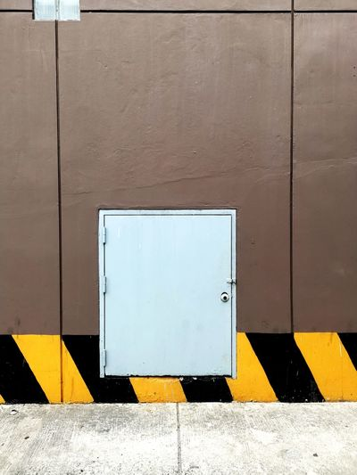 Emergency door.shipping door.