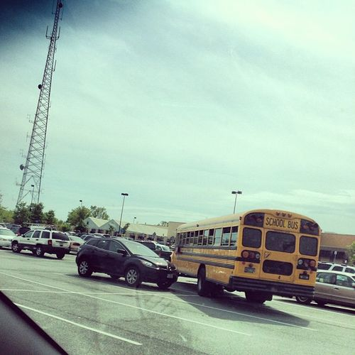 What the heck is this? YOU CANT PARK!!! WorstParkJob Bus
