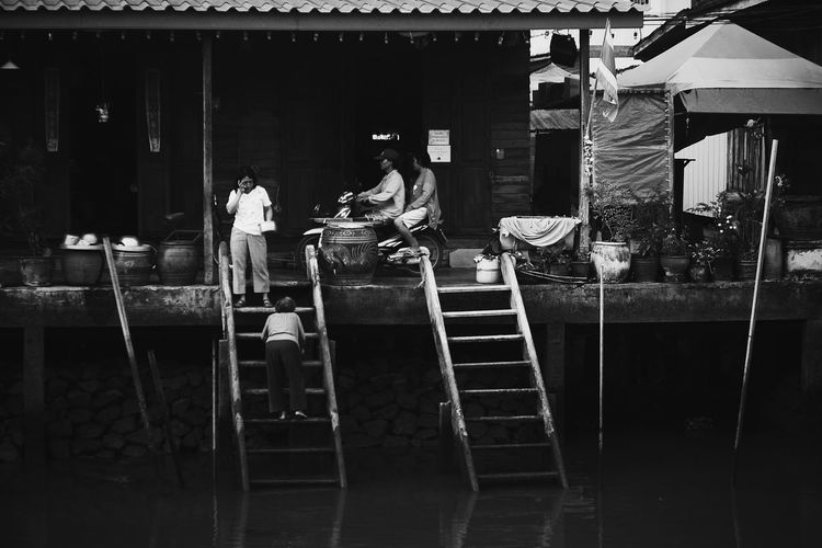 People of Amphawa floating market Thailand Streetphotography Streetphoto_bw Blackandwhite Blackandwhitephotography Black And White Bnw_friday_eyeemchallenge