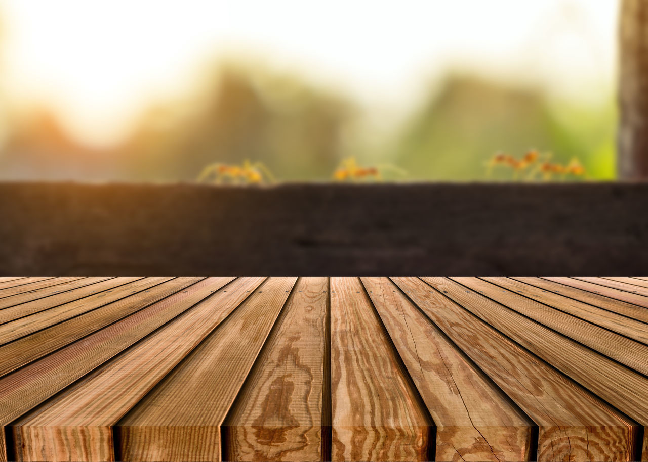 HIGH ANGLE VIEW OF WOODEN ROOF ON TABLE