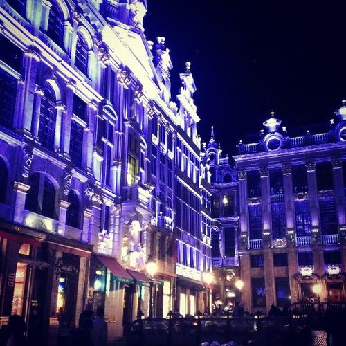 このライトアップは深夜まで続くそうです (╥﹏╥)全部見れないな。。。 Grandplace Nightwalk Nightview Bruxelles Benelux