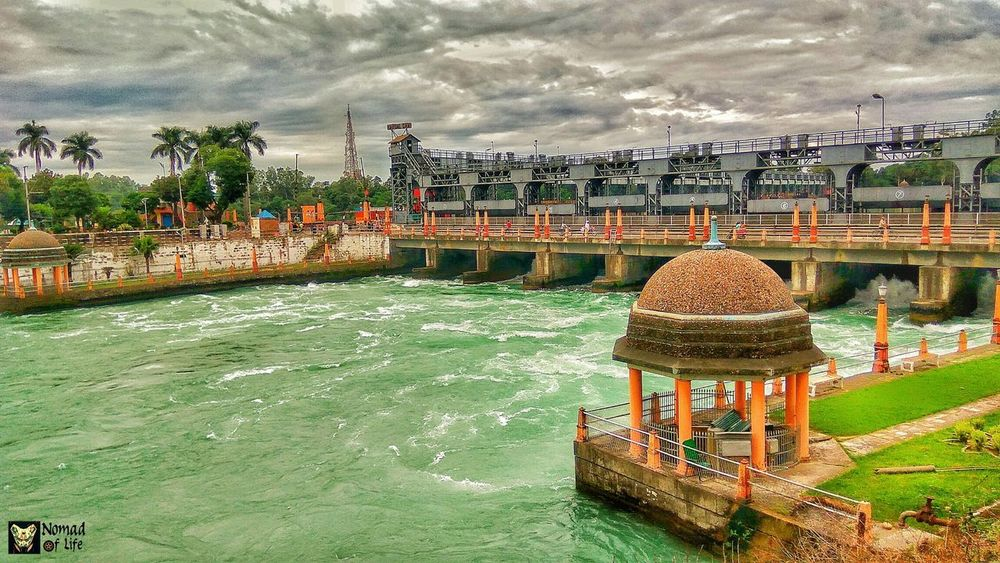 While in Nangal 🇮🇳 Water Day Outdoors Large Group Of People Real People Nature Nautical Vessel Sky People Beauty In Nature Nomad EyeEm Motorcycle Photography Travelgrams Highwayphotography Eyeemphotography Photography Thunderstorm Nature NOMAD Green Color Fragility Dramatic Sky Cloud - Sky Dam Wanderlust