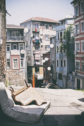 #armchair #colorfulbuildings #colorfulcity #hiddenstreet #istanbul #mattress #oldbuilding #Pastel #Feira #Turkey Apartment Architecture Building Exterior City Life Community Culture Façade House Residential Building Residential District Urban Window