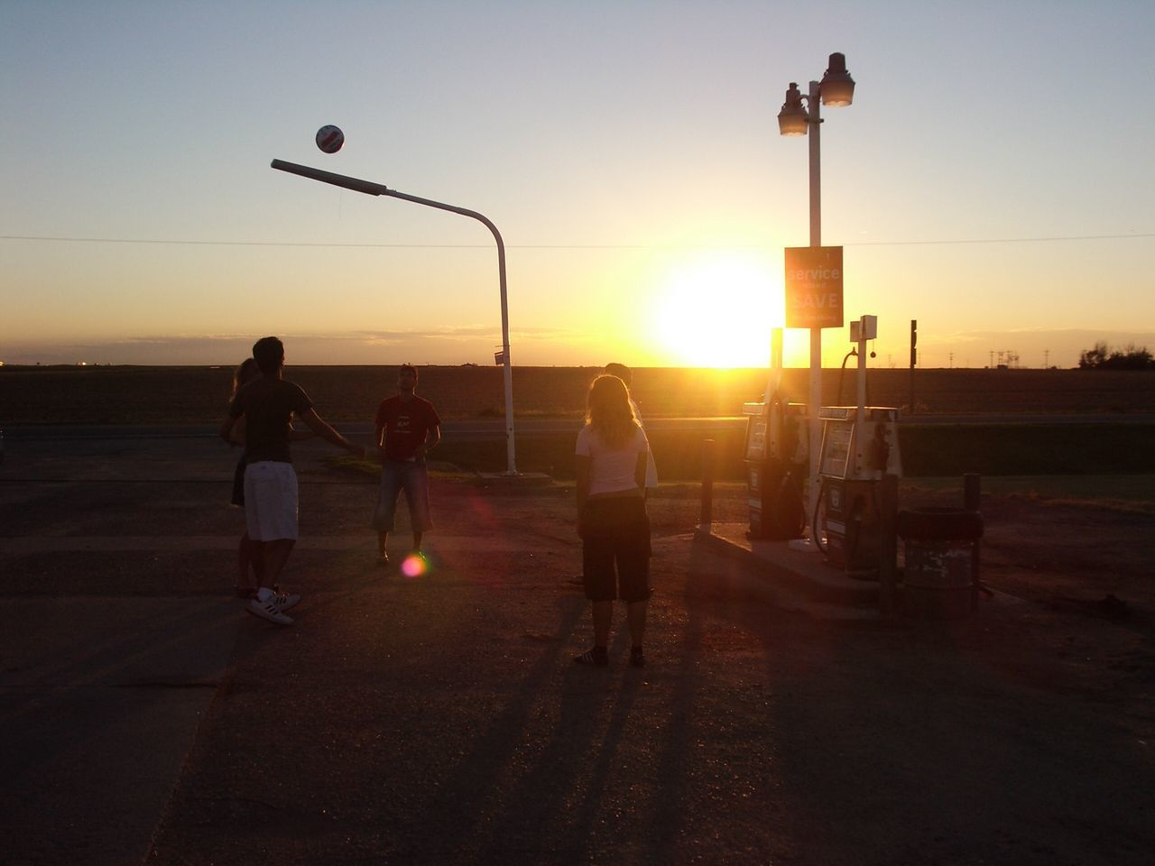 sunset, real people, men, sport, leisure activity, silhouette, lifestyles, full length, standing, sky, outdoors, playing, sea, nature, clear sky, sportsman, day, people