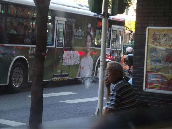 Laid Back Light Morning Old Man Plaid Shirt  Sitting Smoke Bus Chinese Grey Hair In Market Mature Somking Time Waiting Bus Enjoy